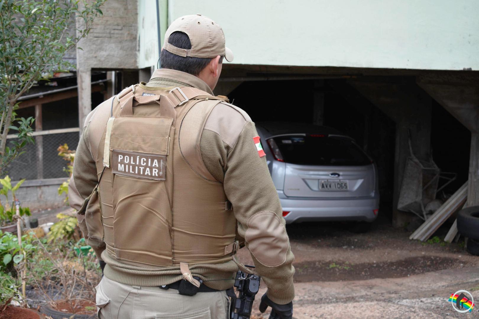 Policia Militar e Rodoviária intercepta carro roubado e persegue criminosos