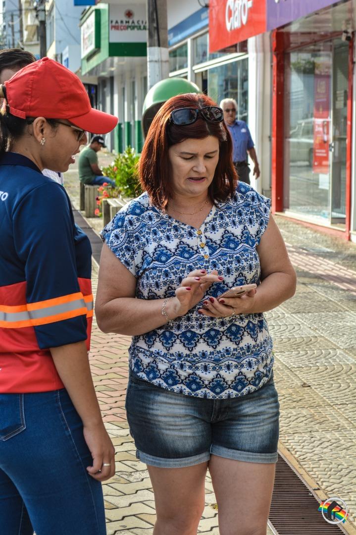 Monitores orientam população sobre o Estacionamento Rotativo