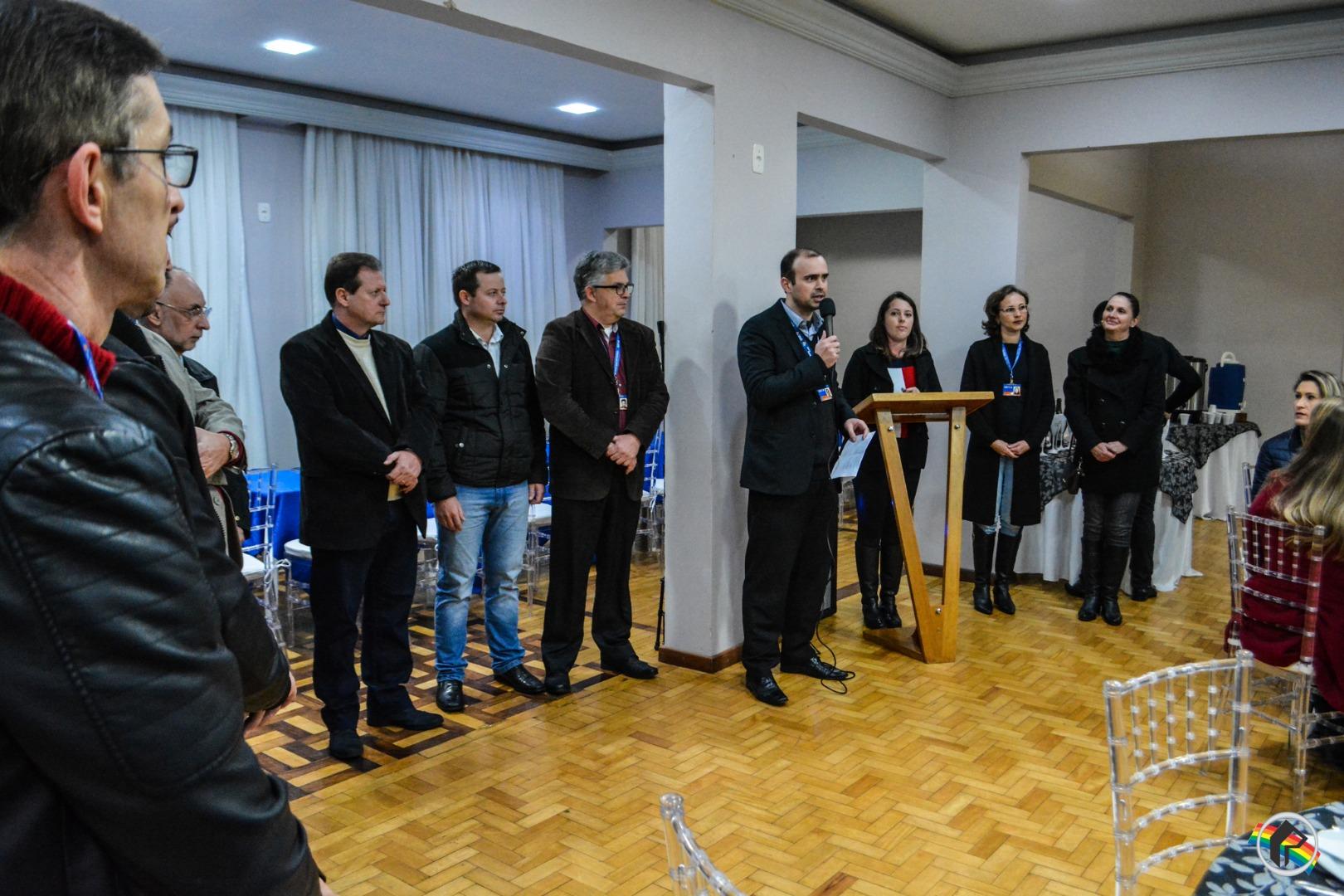 Famílias assinam contrato habitacional com a Caixa em São Miguel do Oeste