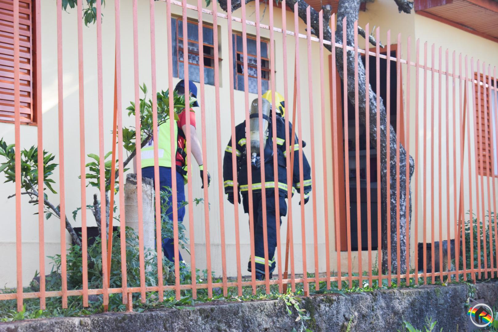 Princípio de incêndio em residência mobiliza Corpo de Bombeiros