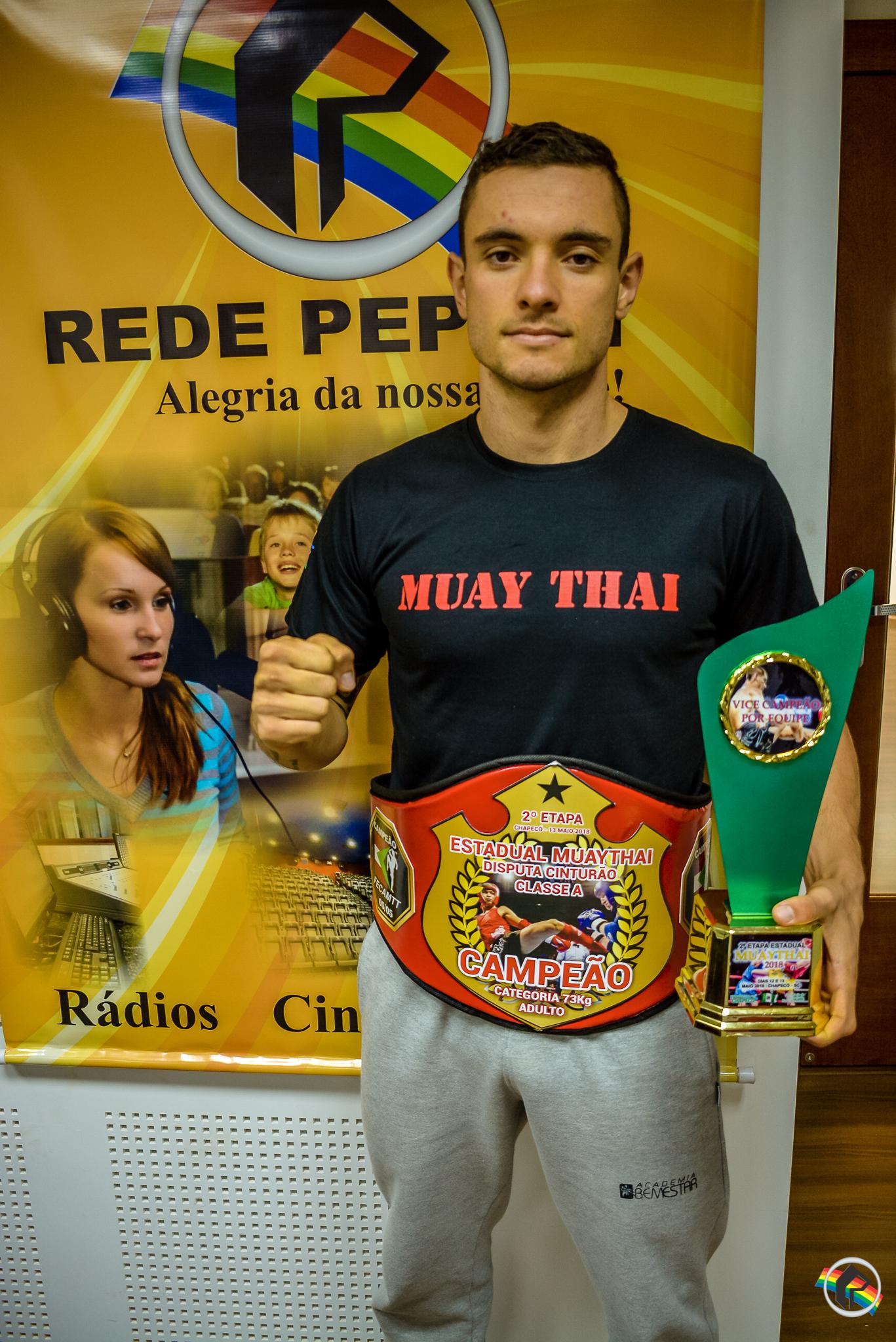 VÍDEO: Atleta de São Miguel do Oeste conquista cinturão de Muay Thai