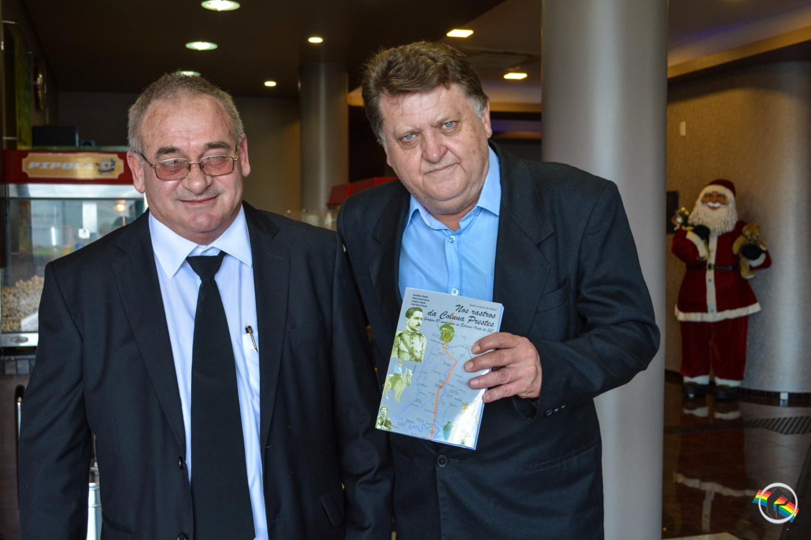 Escritor lança livro Nos rastros da Coluna Prestes
