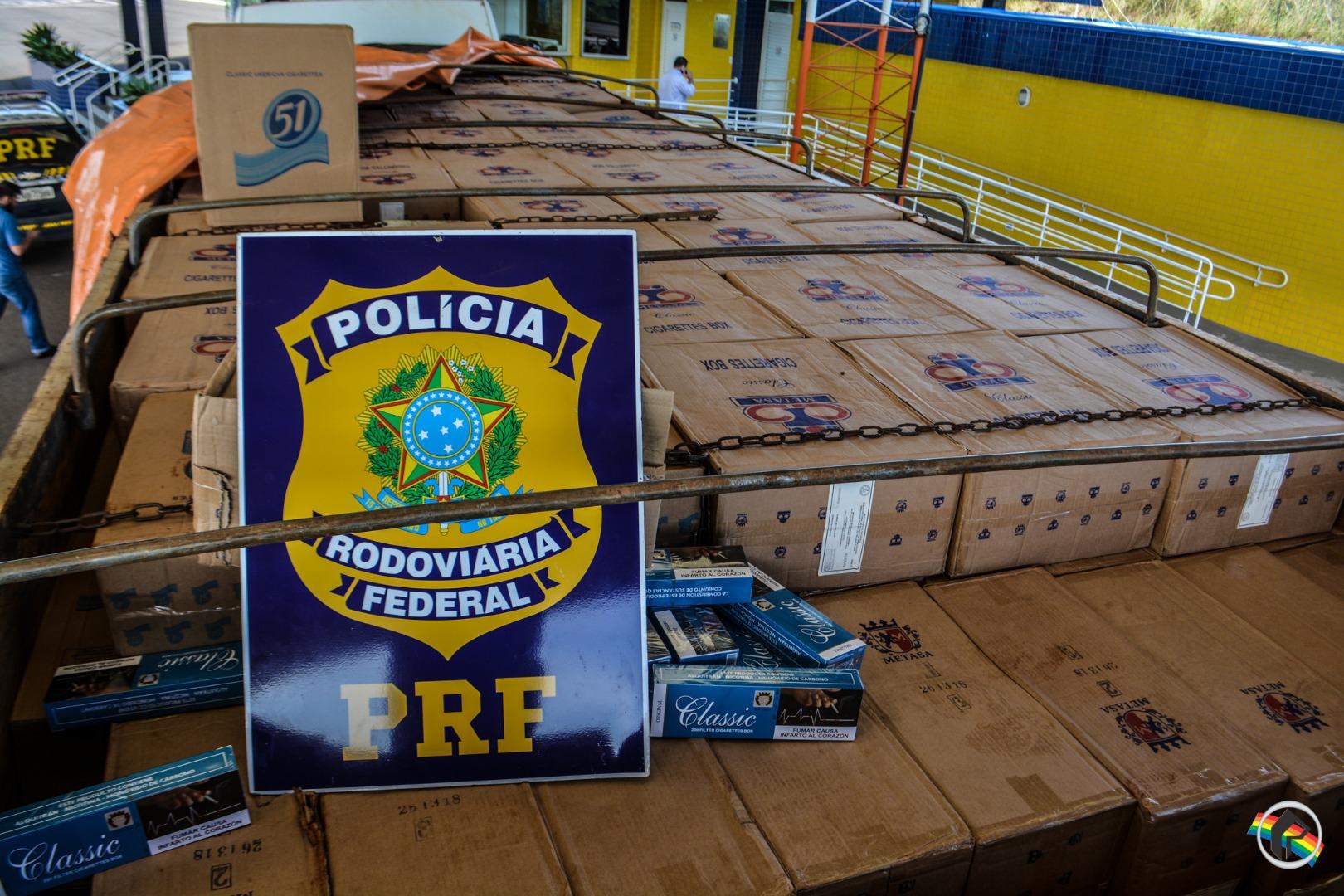 VÍDEO: Caminhão carregado de cigarros e apreendido pela PRF