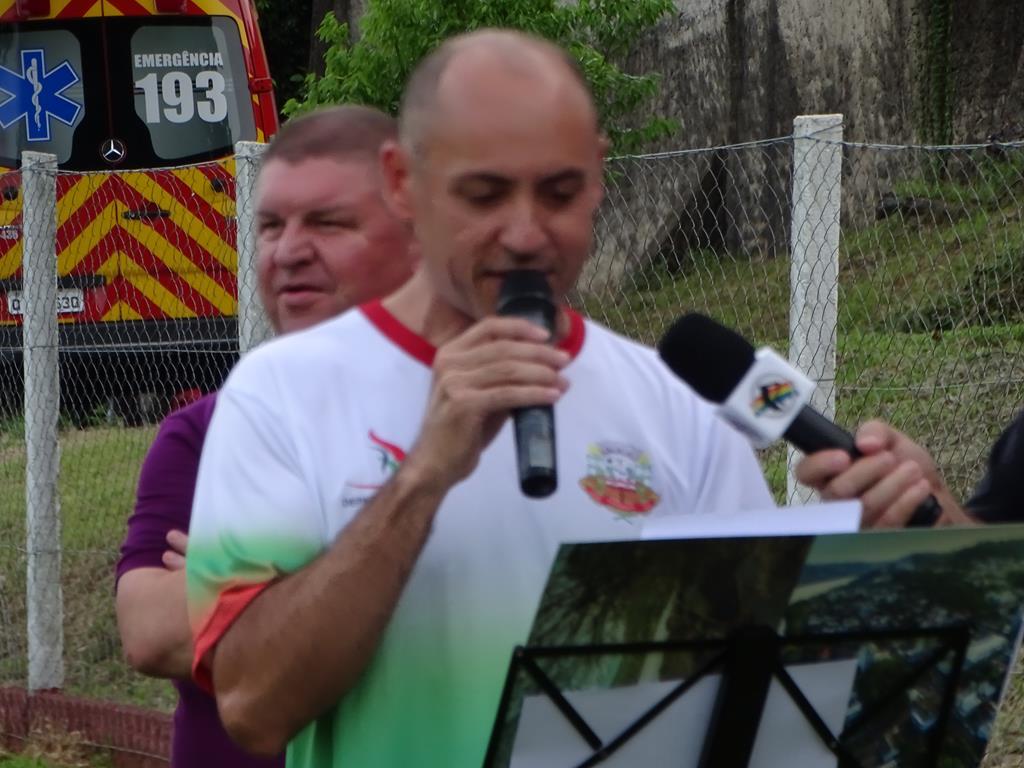Vice prefeito assume durante ato de abertura dos JAIT