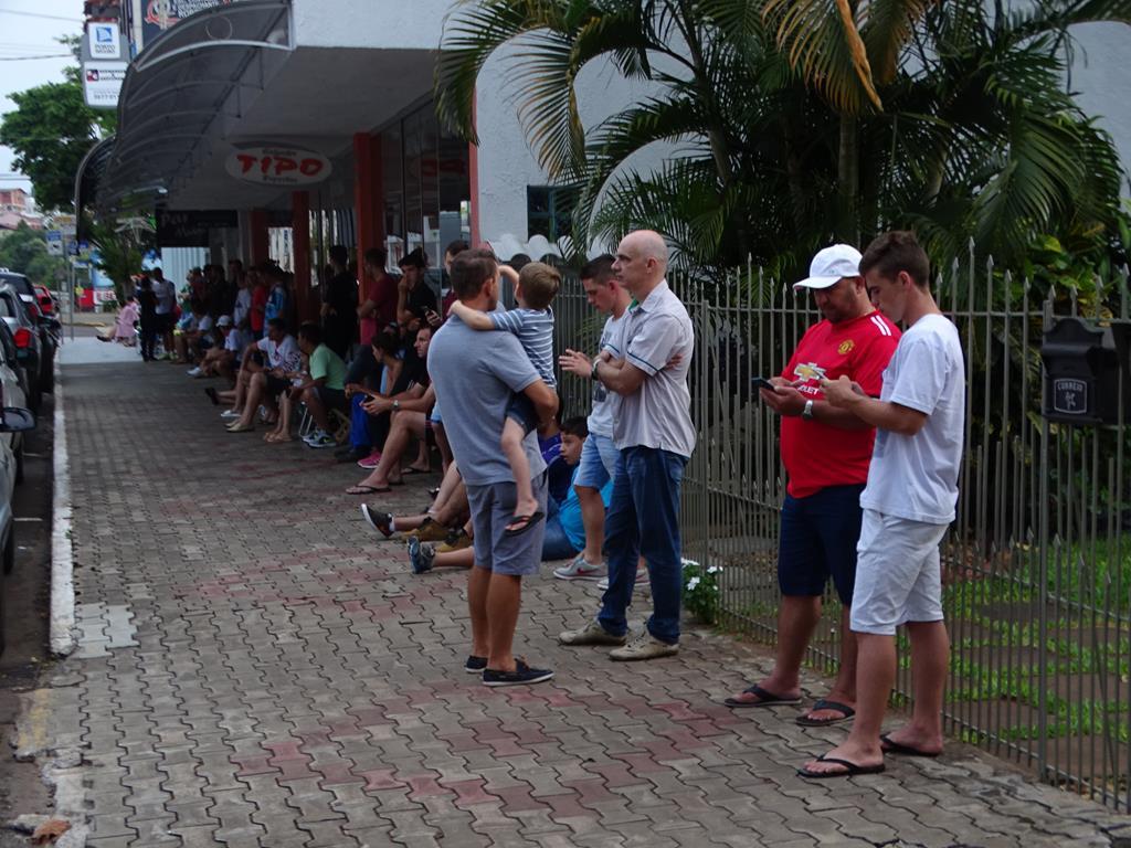 Sicoob registra filas para compra de ingressos para jogo de futsal internacional