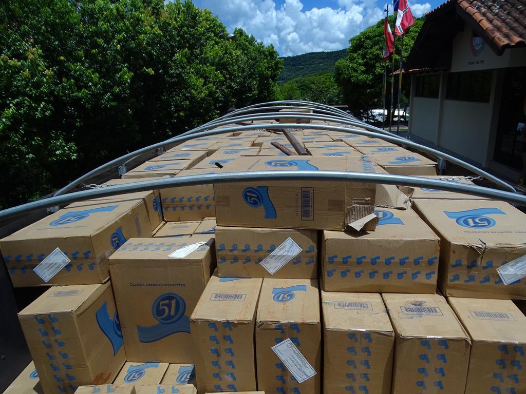 Caminhão carregado de cigarros sem procedência é apreendido em Itapiranga