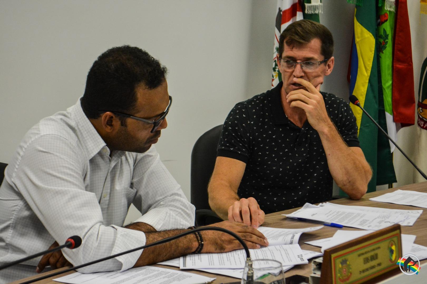 Vereador pede que prefeito disponibilize outdoors para divulgação de festas de interior