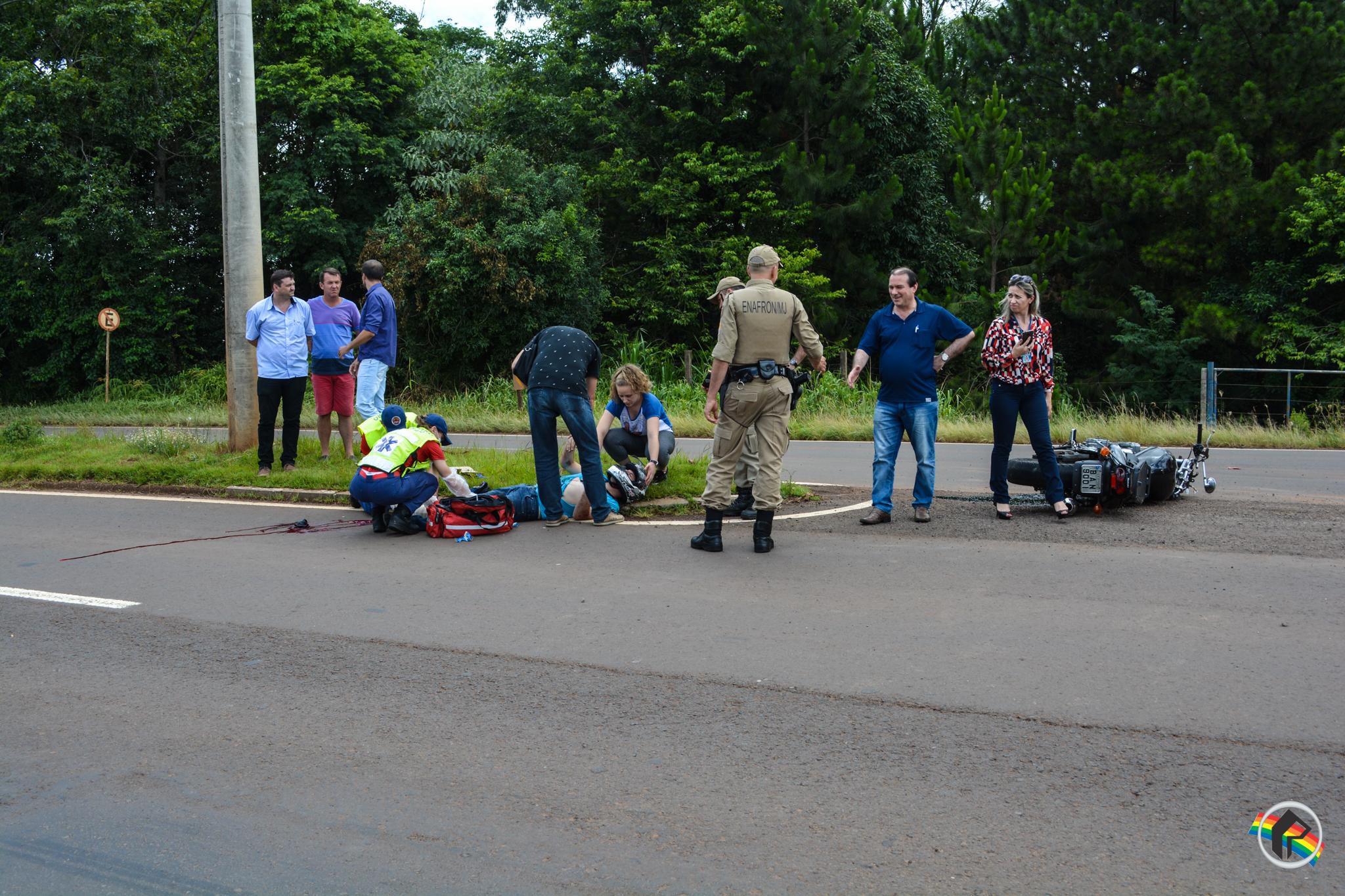 Colisão deixa motociclista gravemente ferido na Willy Barth