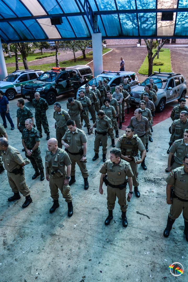 Forças de segurança homenageiam policial militar assassinado em Chapecó