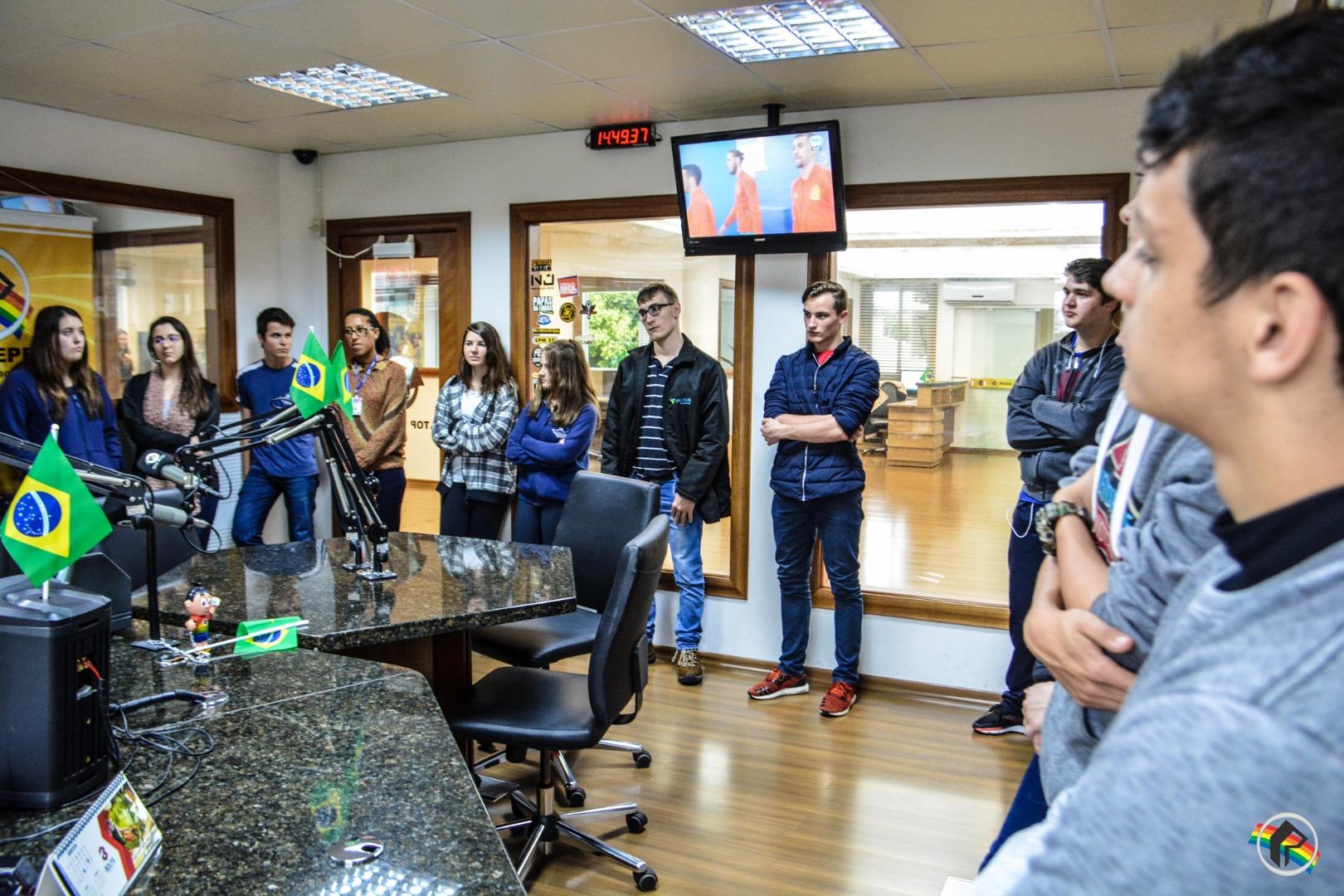 Aprendizes do CIEE visitam sede da Rede Peperi
