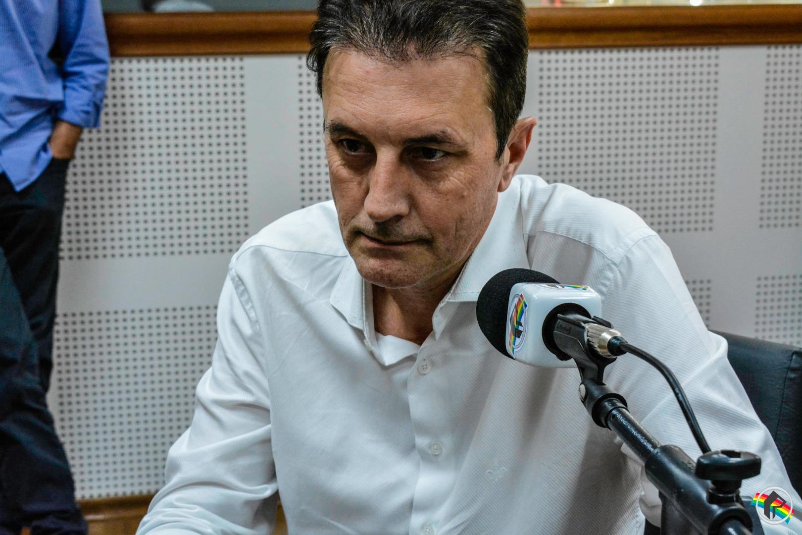Pré-candidato ao senado pelo PT, Lédio Rosa de Andrade visita sede da Rede Peperi