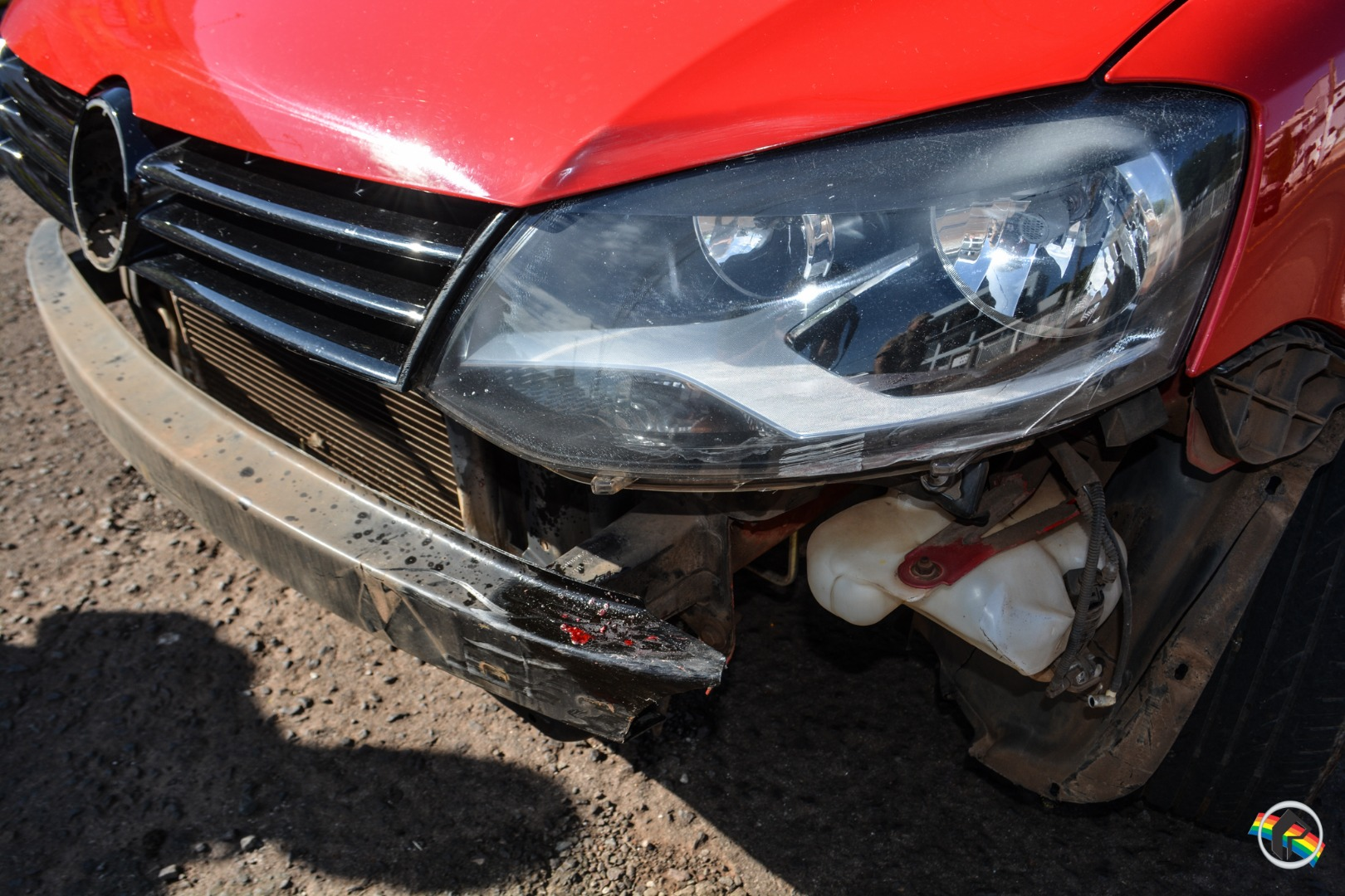 VÍDEO: Rapaz fica gravemente ferido ao ter frente cortada por carro