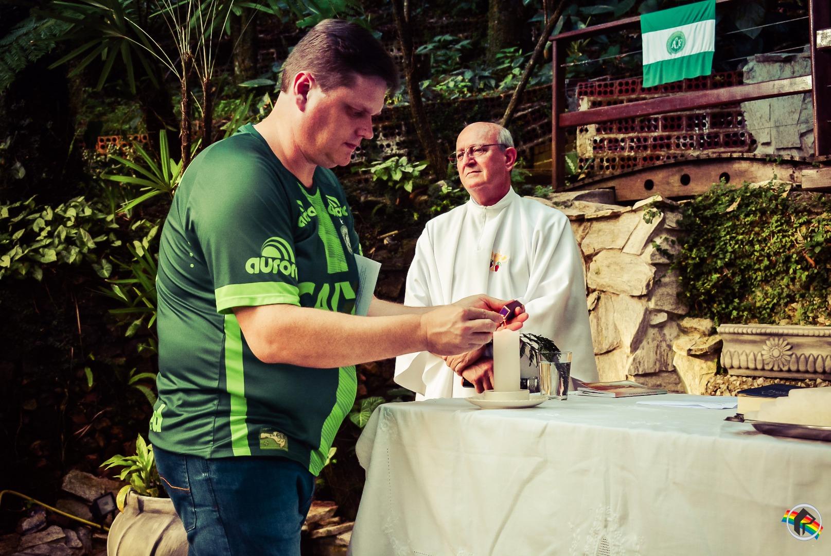 Consulado realiza homenagem às vítimas de acidente com voo da Chape