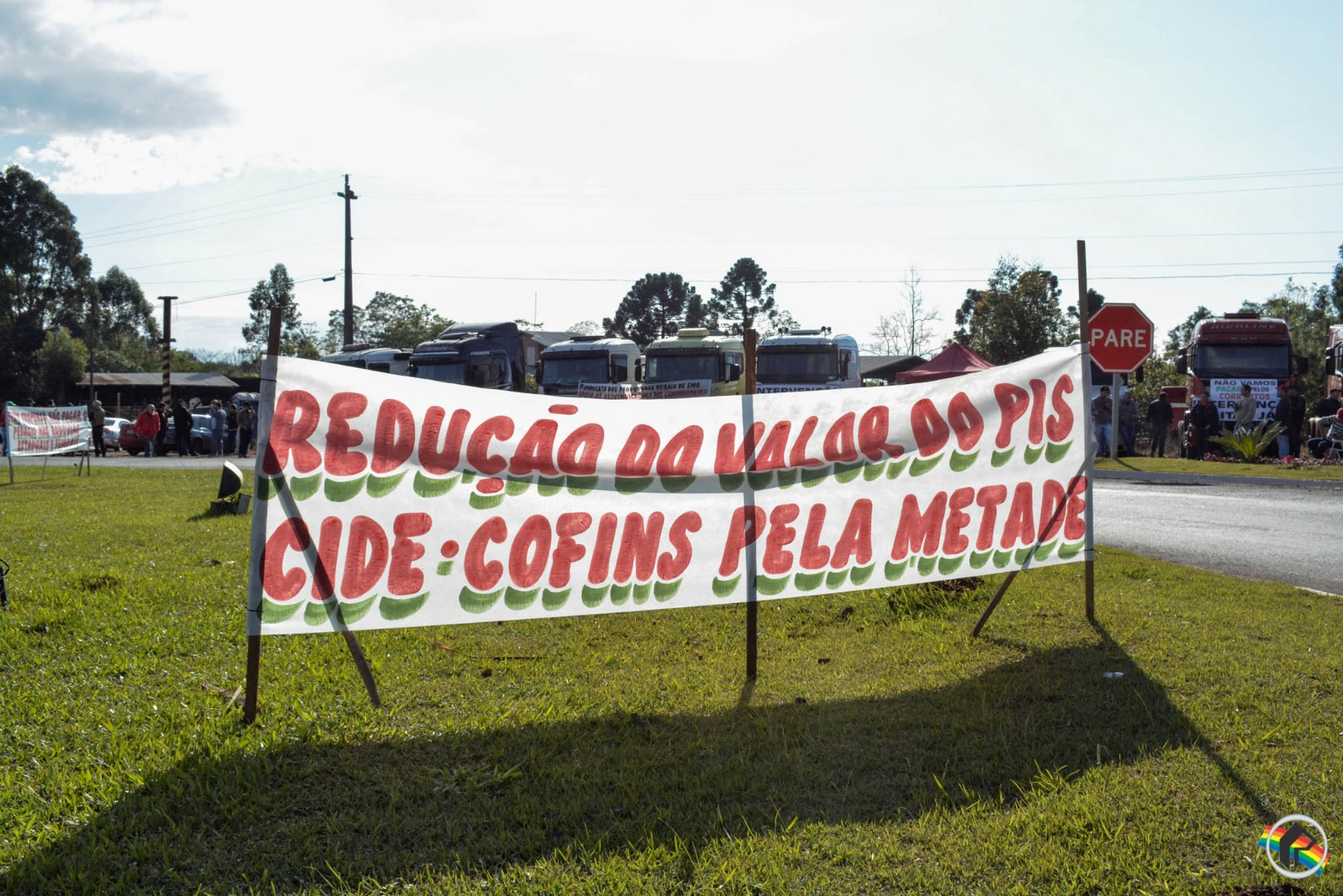 Caminhoneiros não aceitam acordo com governo e mobilização continua