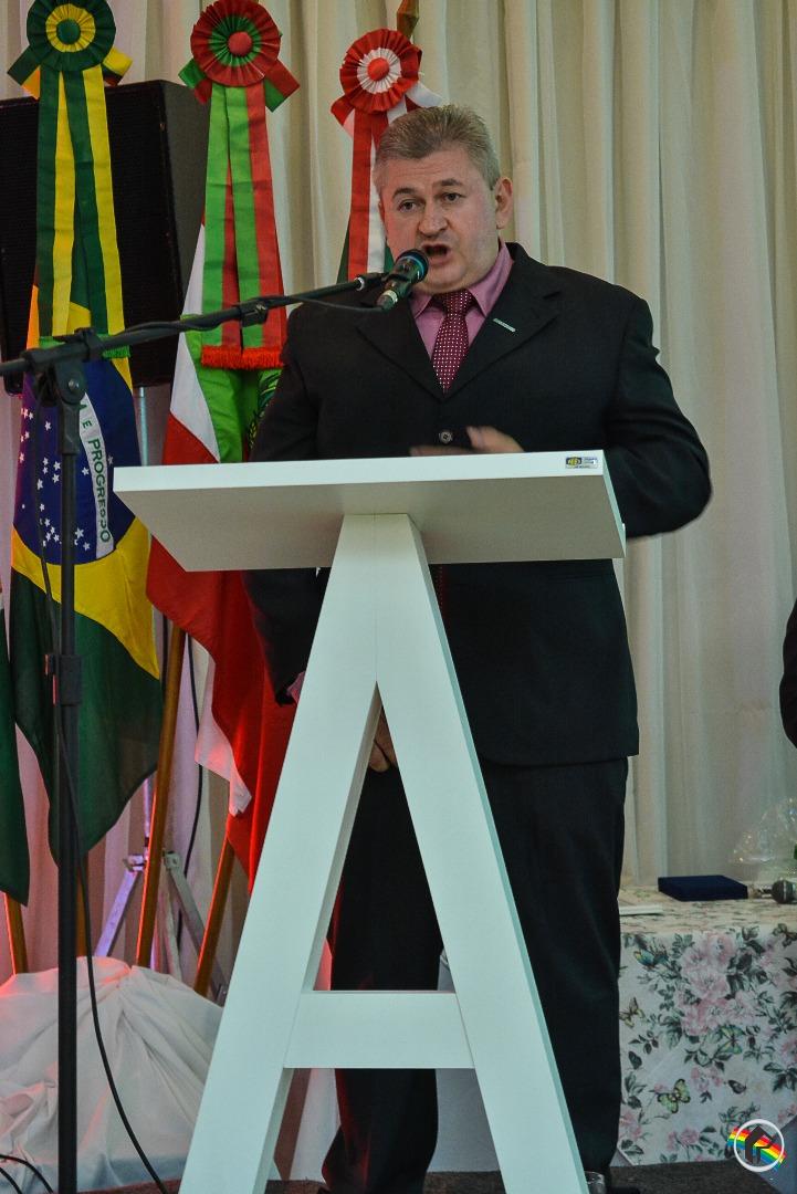 Airto Moss é empossado presidente da ACISMO