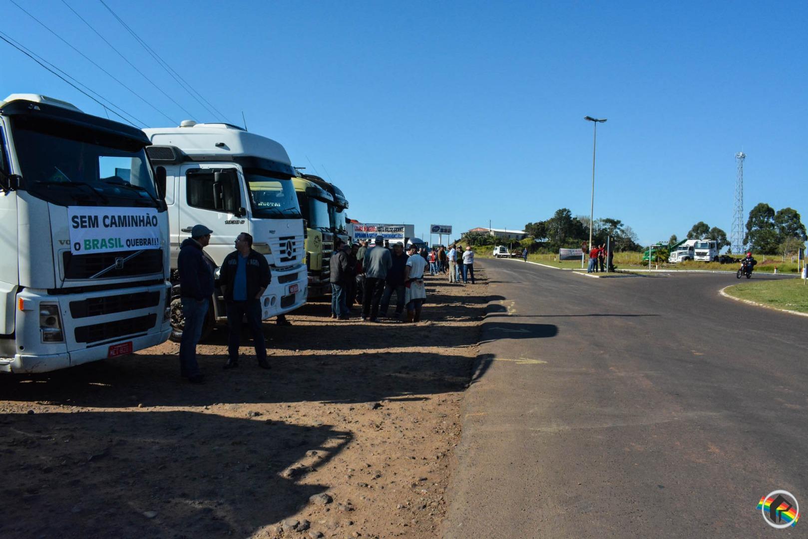 VÍDEO: Governo vai usar Forças Armadas para desobstruir estradas