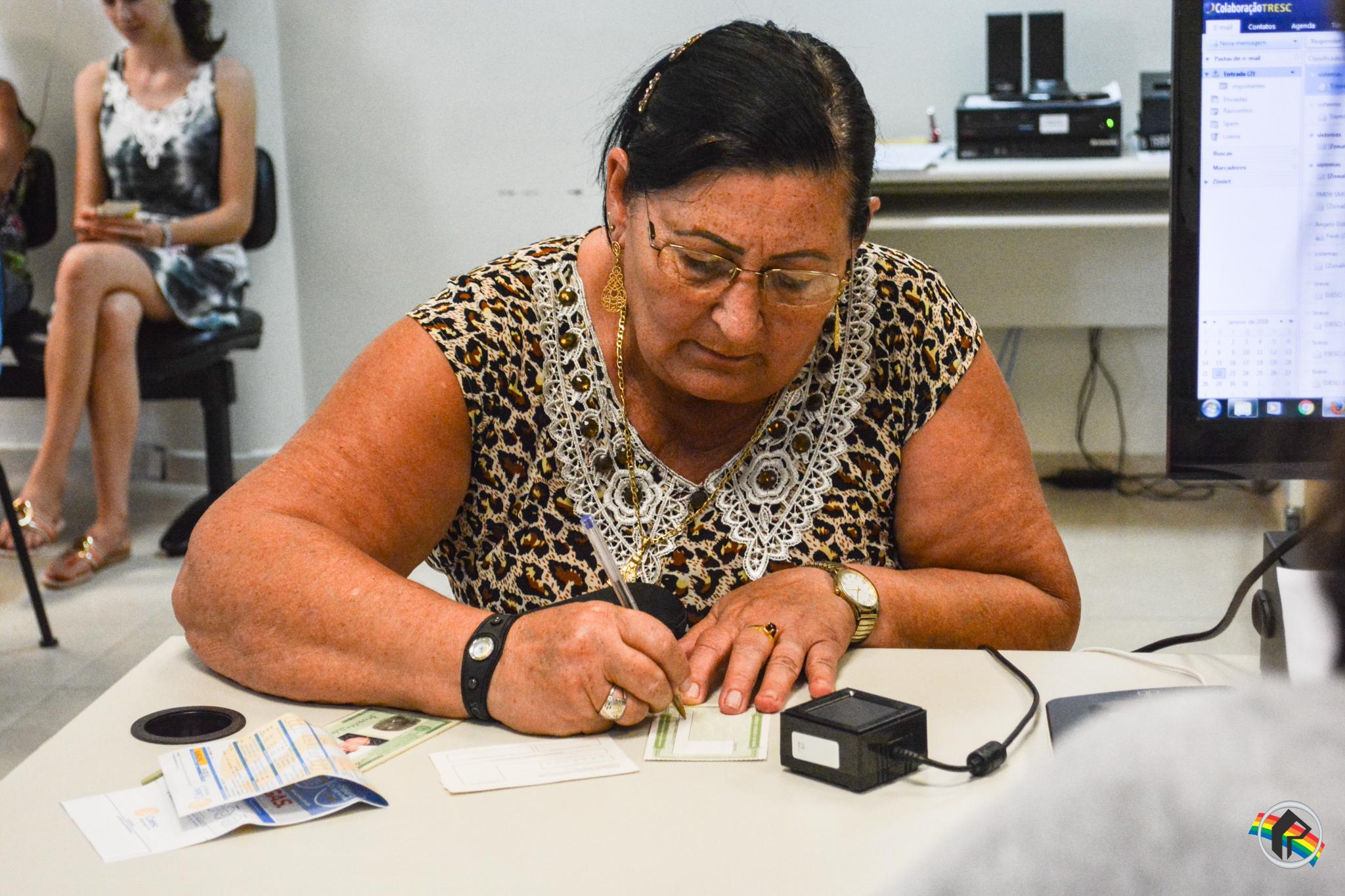Cartório Eleitoral tem formação de filas em São Miguel do Oeste