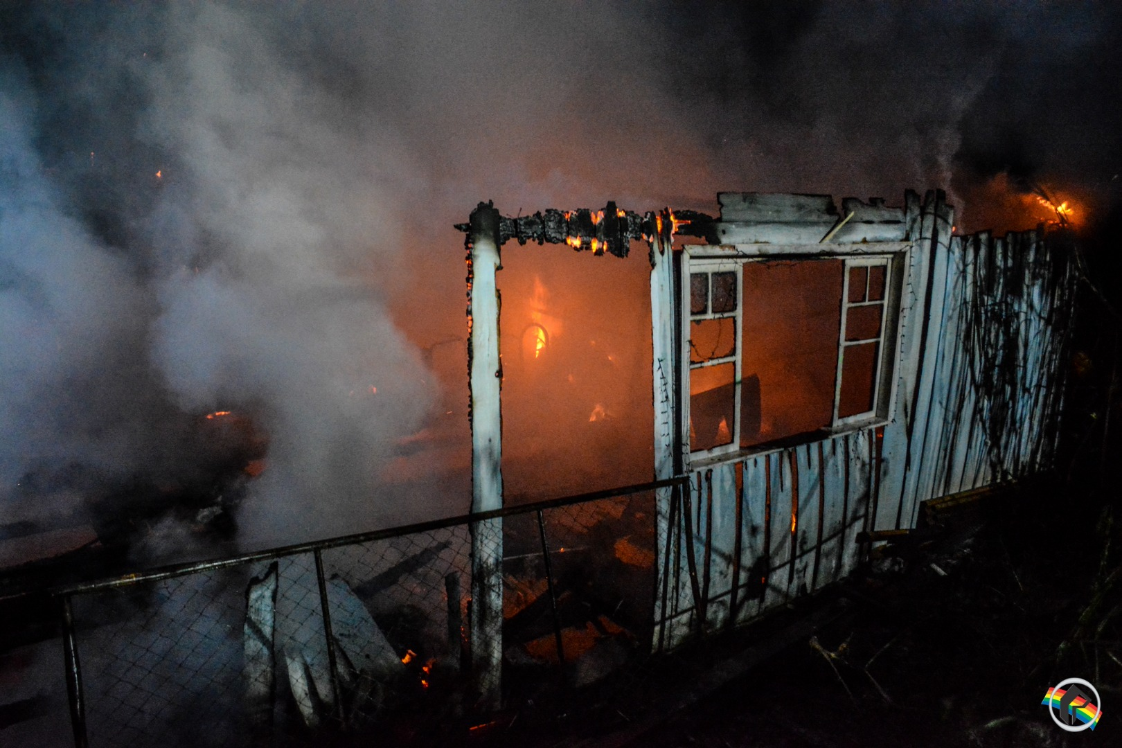 VÍDEO: Casa é destruída pelo fogo no interior de São Miguel do Oeste