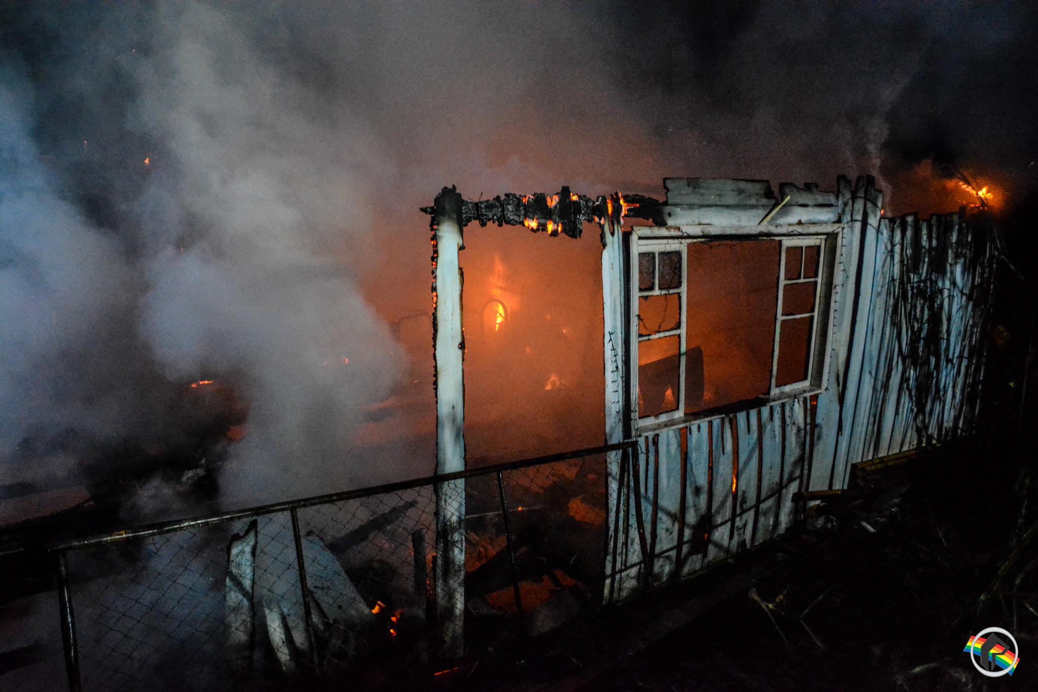 VÍDEO: Casal que teve casa destruída pelo fogo pede ajuda