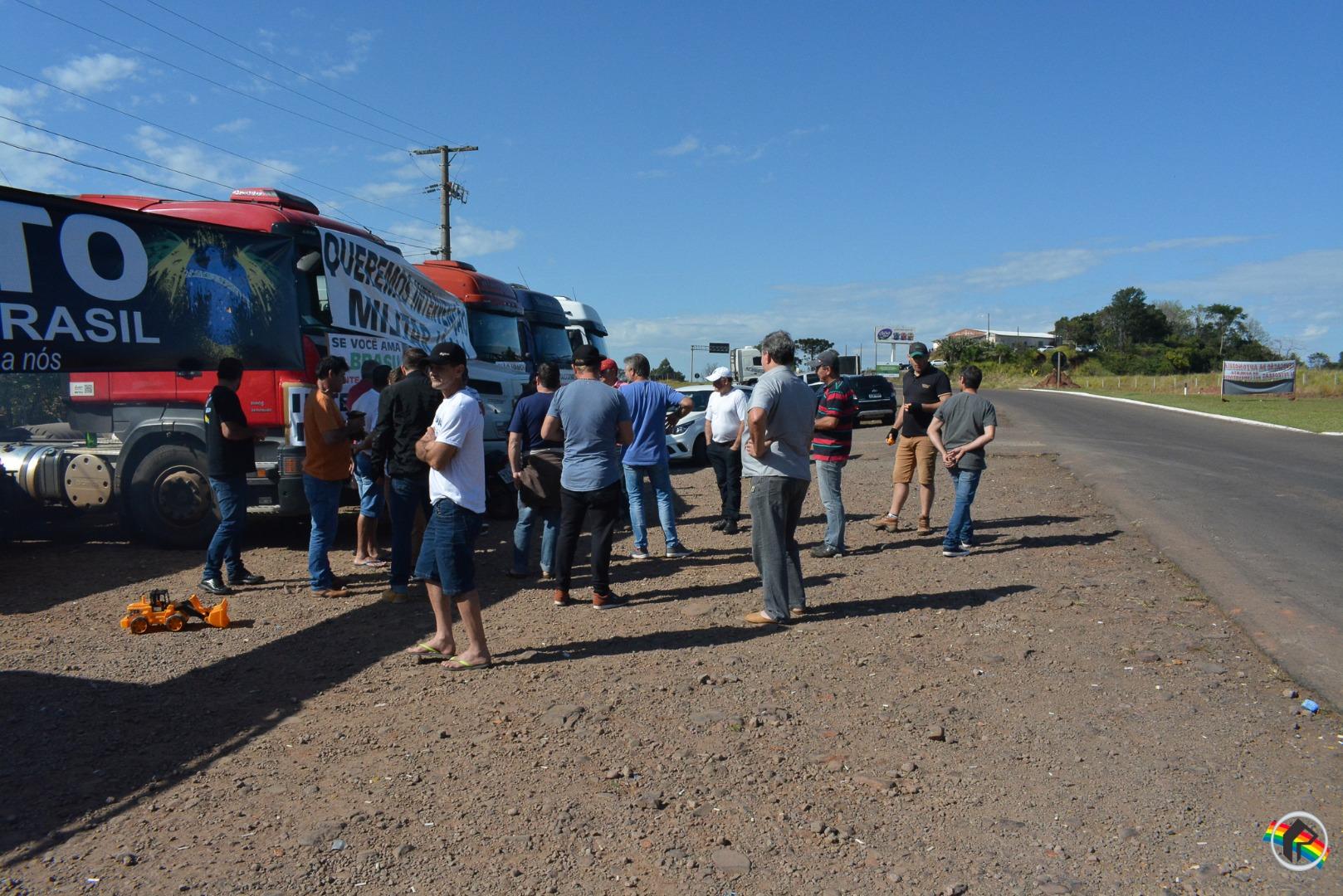 Caminhoneiros não aceitam proposta de Temer e greve continua