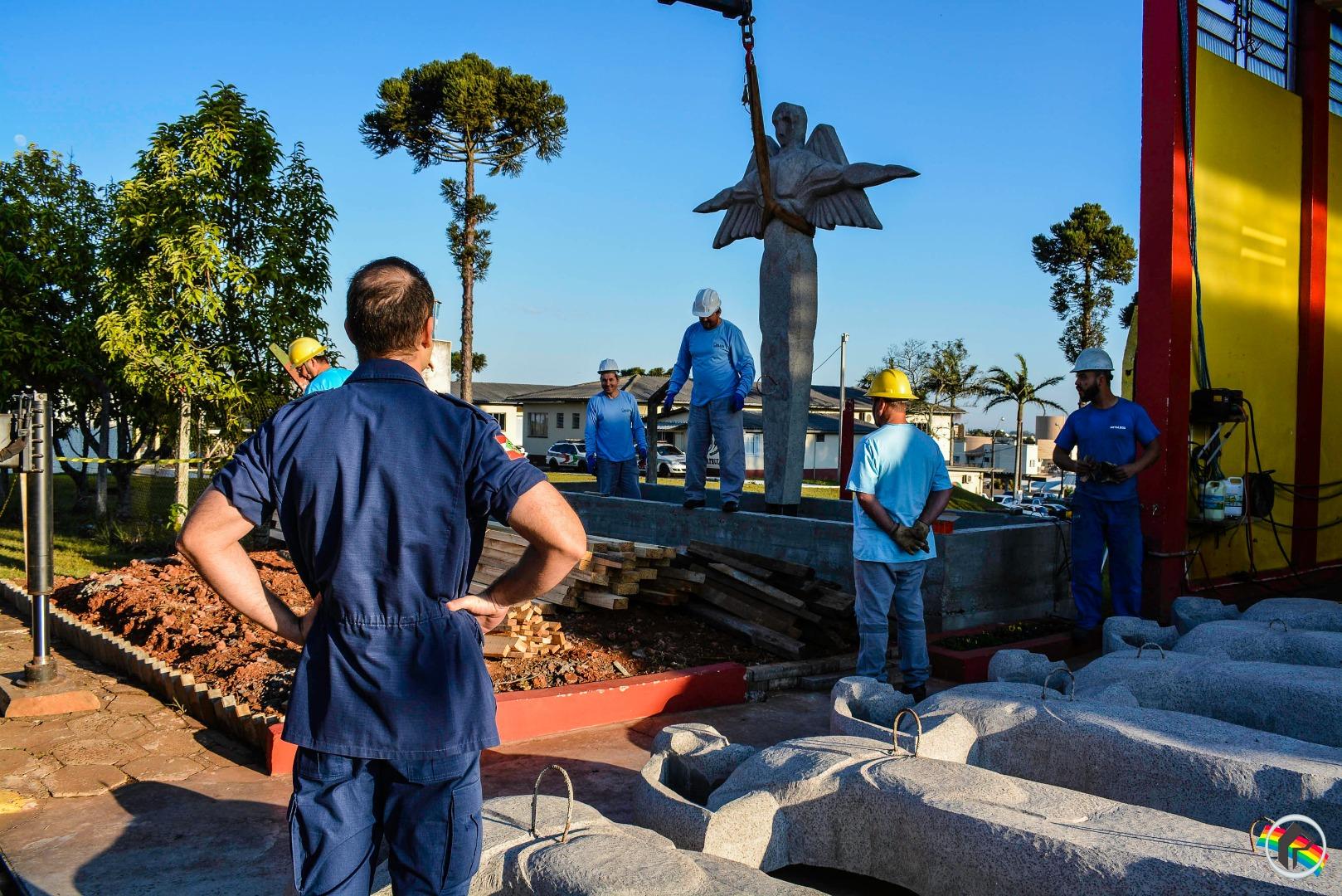Monumento homenageia militares mortos em acidente