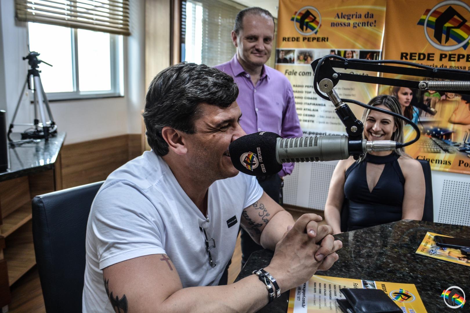 Garoto de Ouro pelo Grupo Silvio Santos visita a Peperi