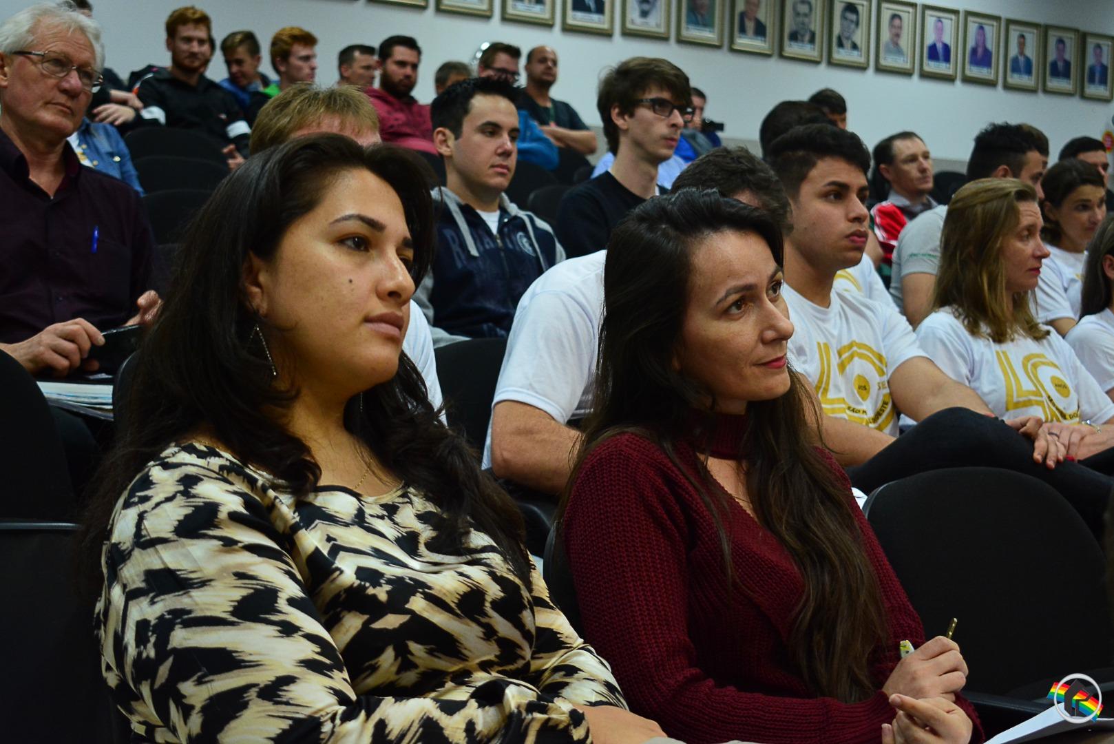PM apresenta Rede Catarina de Proteção à Mulher em sessão da Câmara
