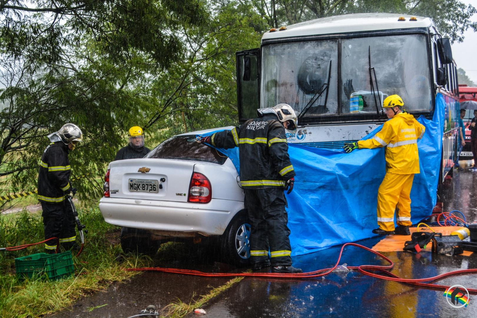 Colisão entre carro e ônibus deixa um morto e dois feridos na SC 163 em Descanso