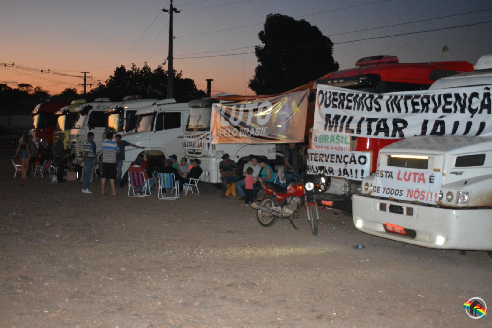 VÍDEO: Caminhoneiro diz que mobilização continua em São Miguel do Oeste