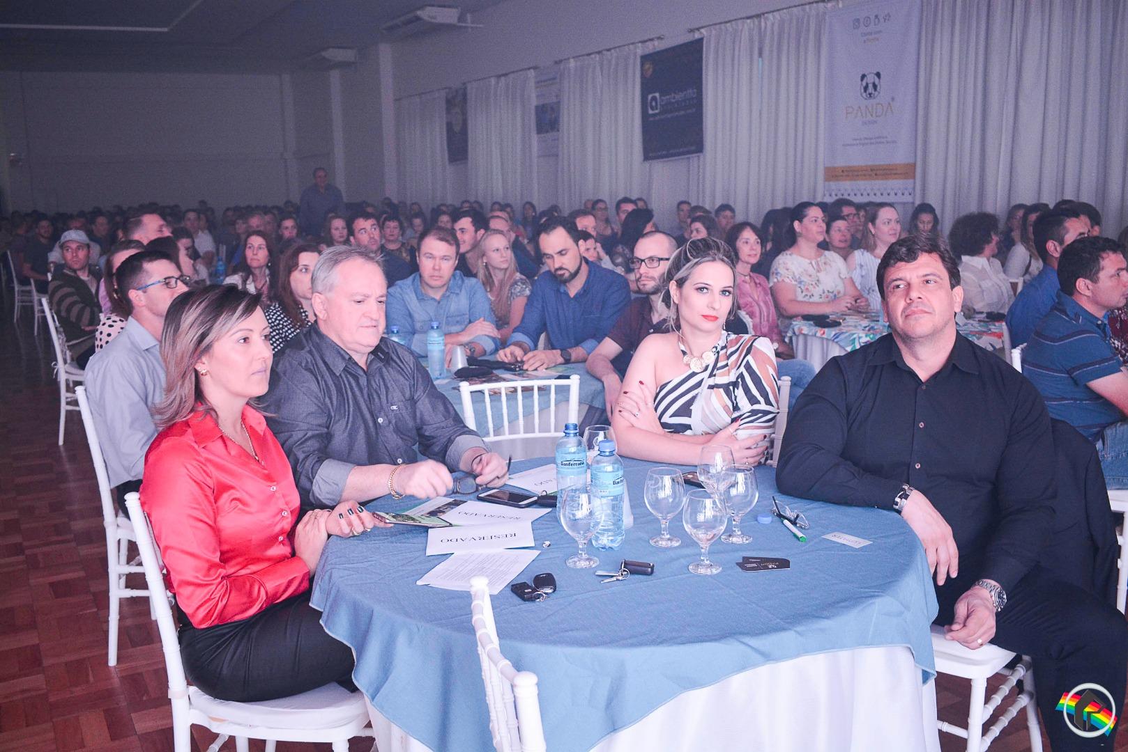 Executivo Lasaro do Carmo JR ministra palestra em São Miguel do Oeste