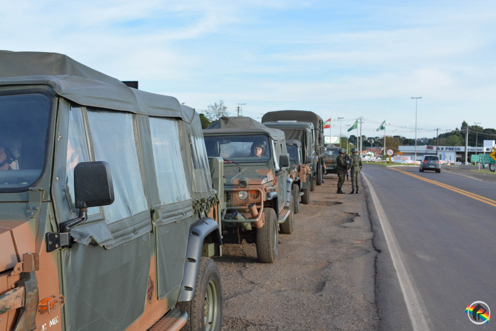 Exército escolta comboio com 150 caminhões do Oeste rumo aos portos