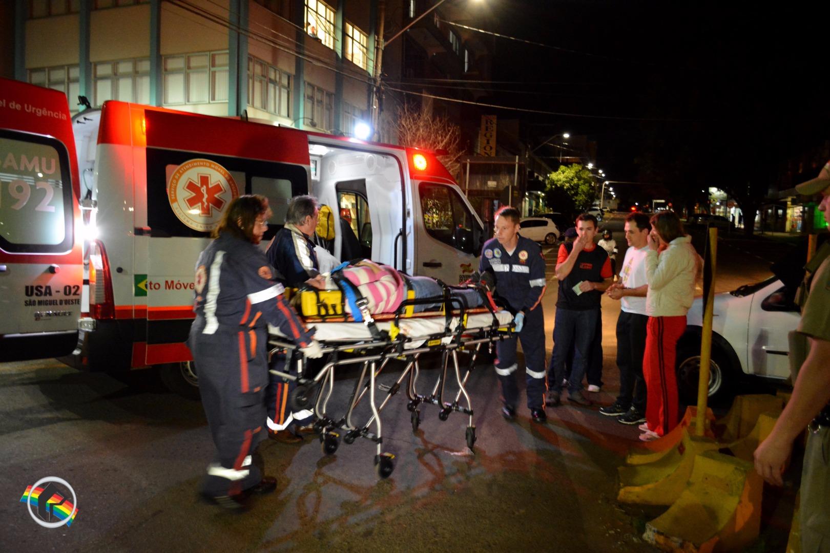 Acidente deixa mulher ferida no centro de São Miguel do Oeste