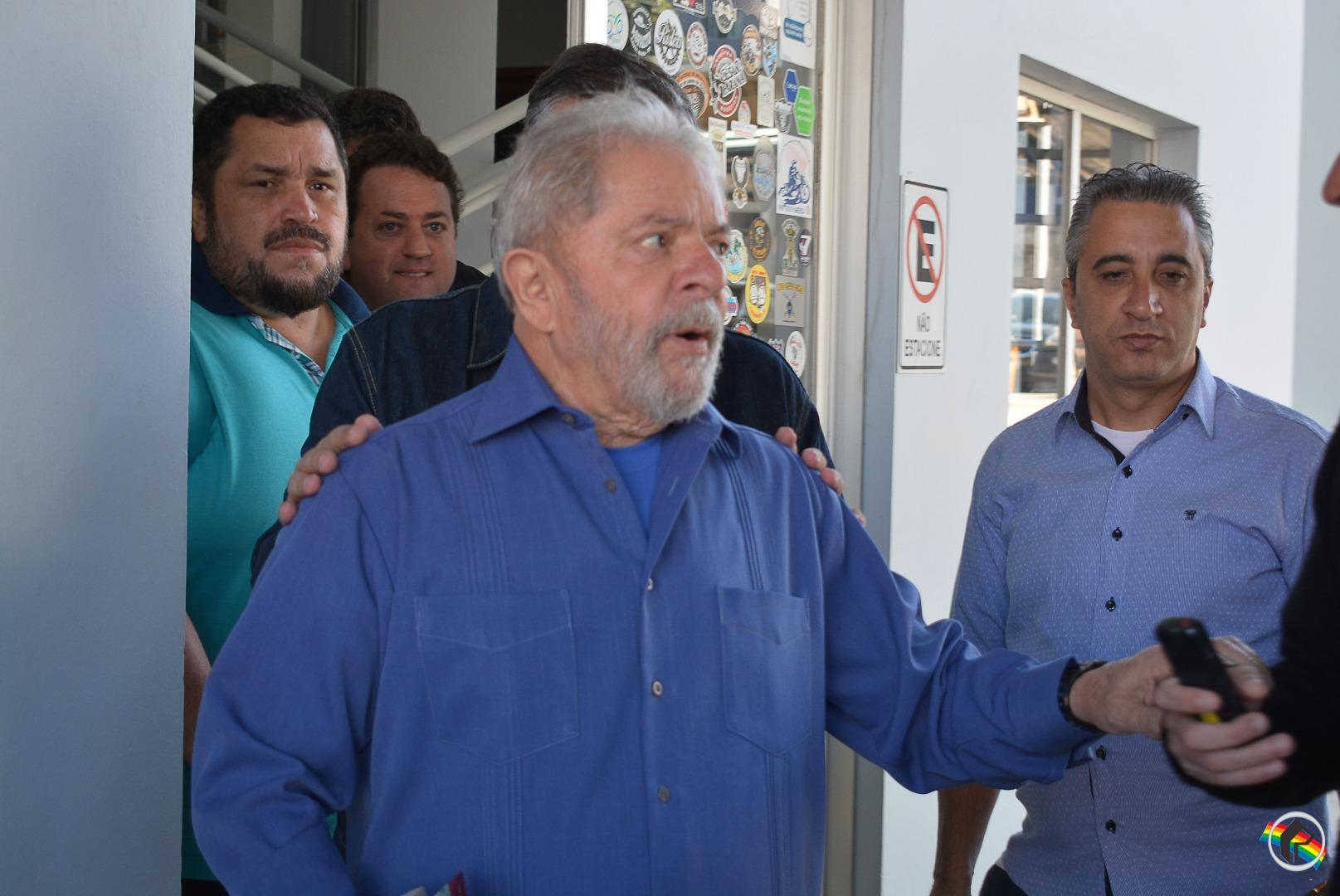 Confira como foi a saída da Caravana de Lula de São Miguel do Oeste