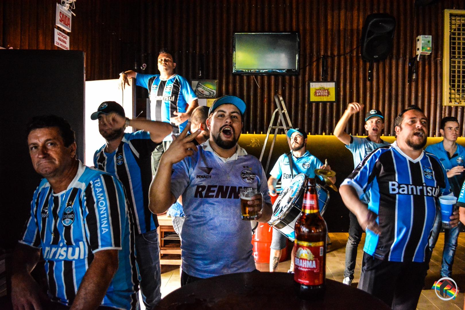 Gremistas assistem jogo do Mundial em São Miguel do Oeste