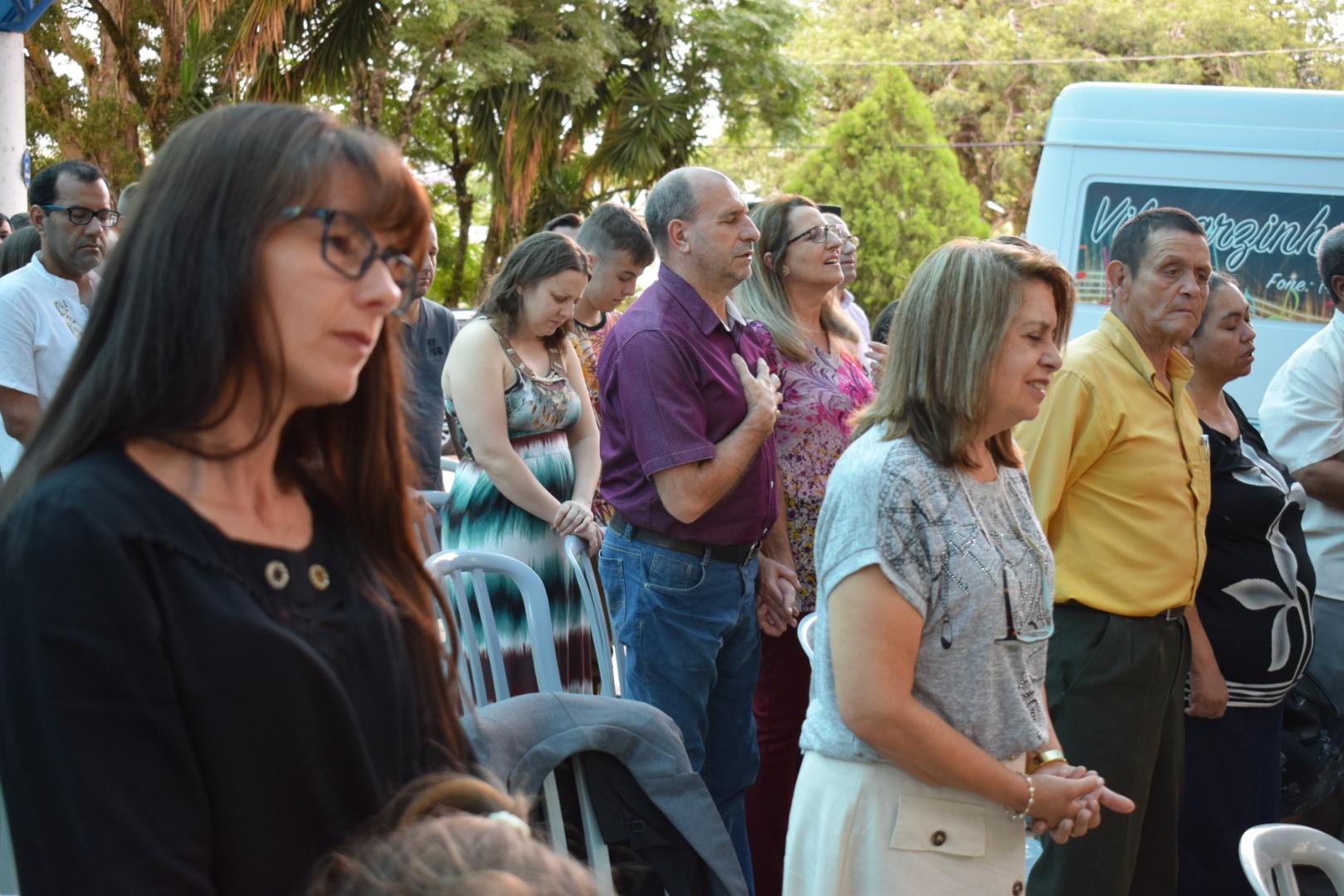 Evangélicos celebram o Dia da Bíblia com culto na praça central