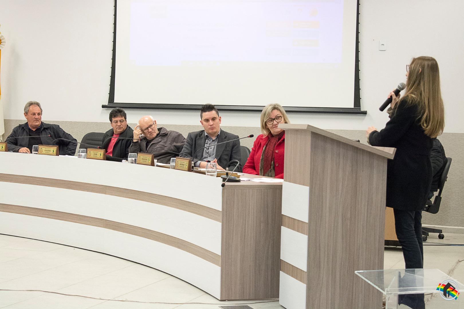 Câmara presta homenagem a vencedores de concurso de oratória