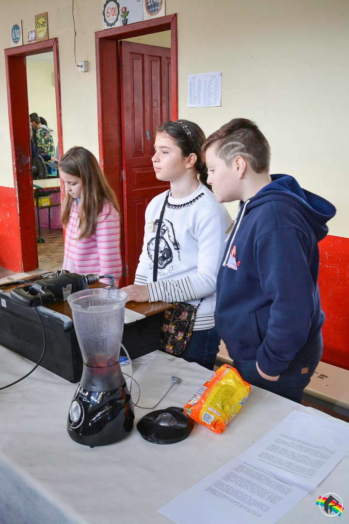 Feira de Ciências da Escola Alberico Azevedo reúne 26 projetos