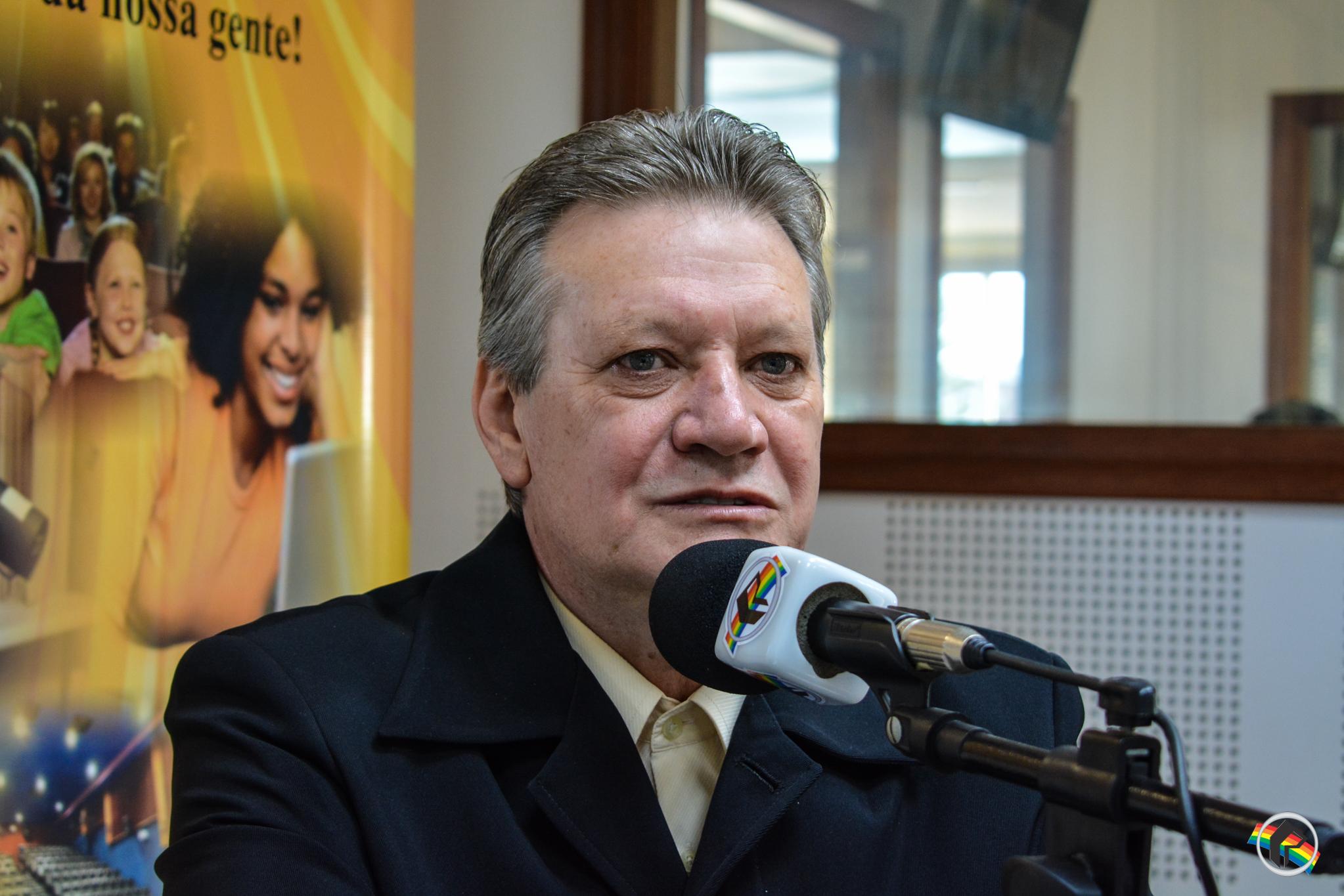 OUÇA; Vereador fala das dificuldades enfrentadas e da política