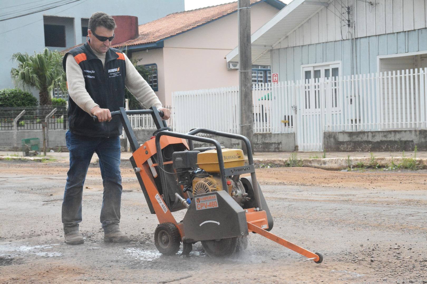 Município inicia operação emergencial de tapa-buraco