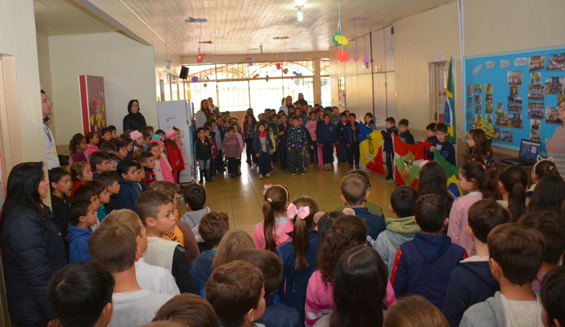 Escolas desenvolvem atividades alusivas à Semana da Pátria