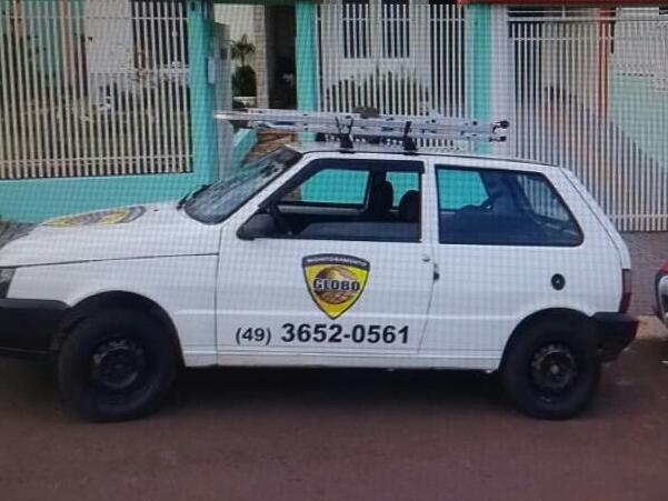Veículo tomado em assalto é encontrado abandonado