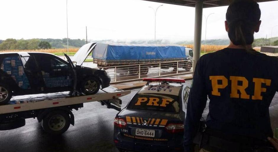 Automóvel carregado de cigarros contrabandeados é flagrado na BR-282