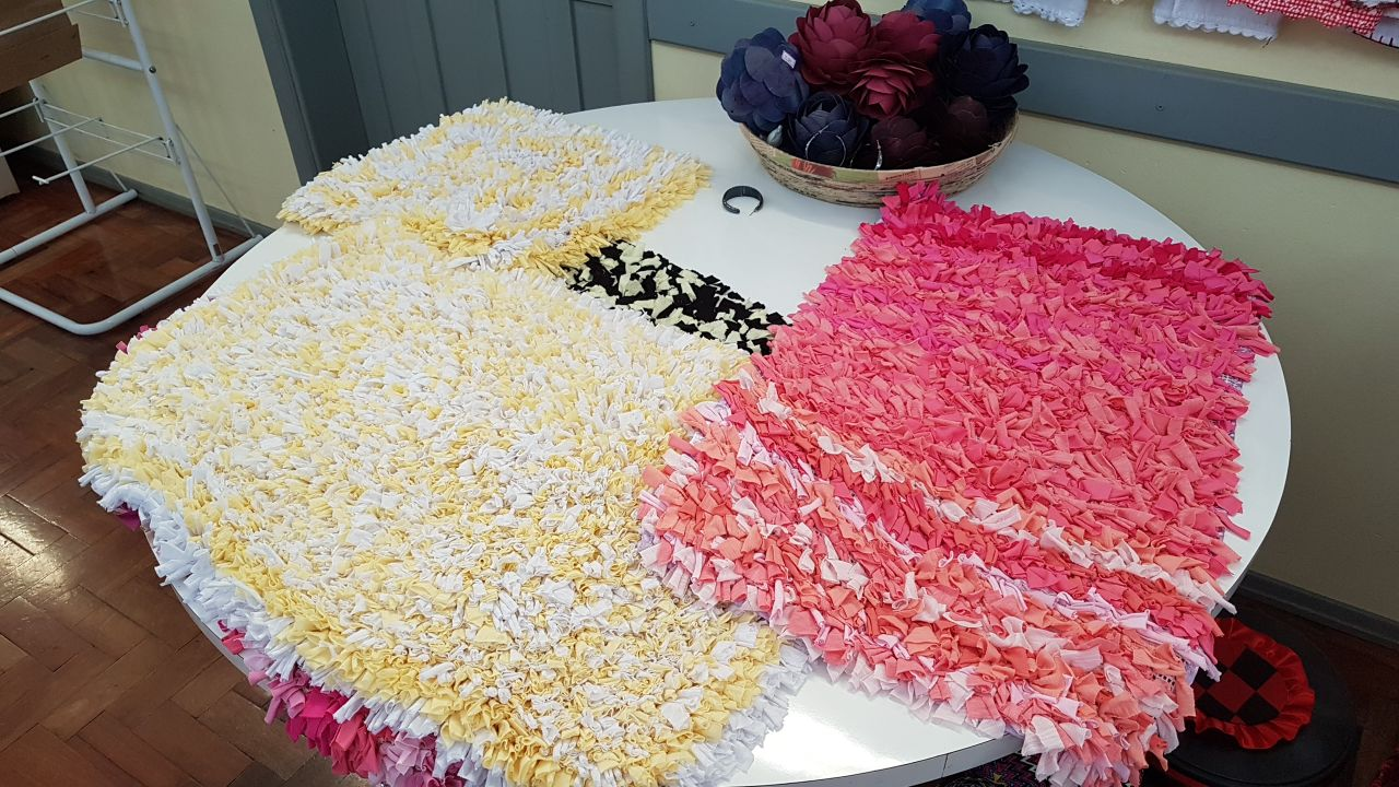 Apae elabora uma série de produtos artesanais para venda