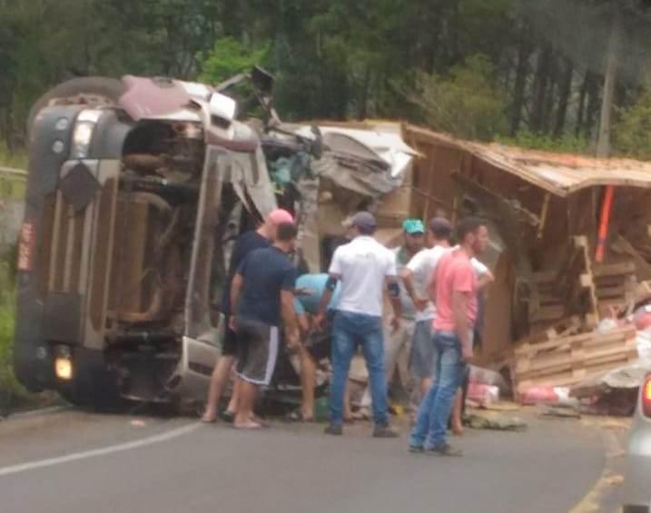 Grave acidente envolvendo dois caminhões é registrado na SC-157