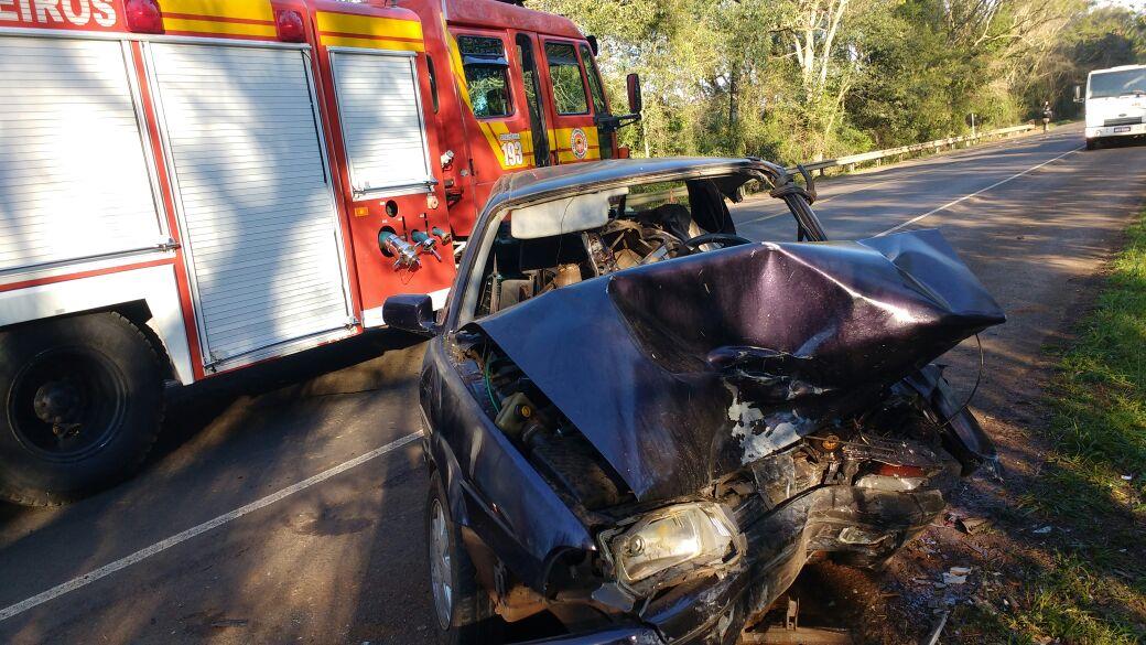 Colisão frontal deixa motorista ferido na BR-282