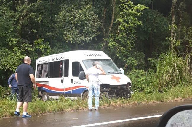 Ambulância de Cunha Porã se envolve em acidente com mortes na BR-282
