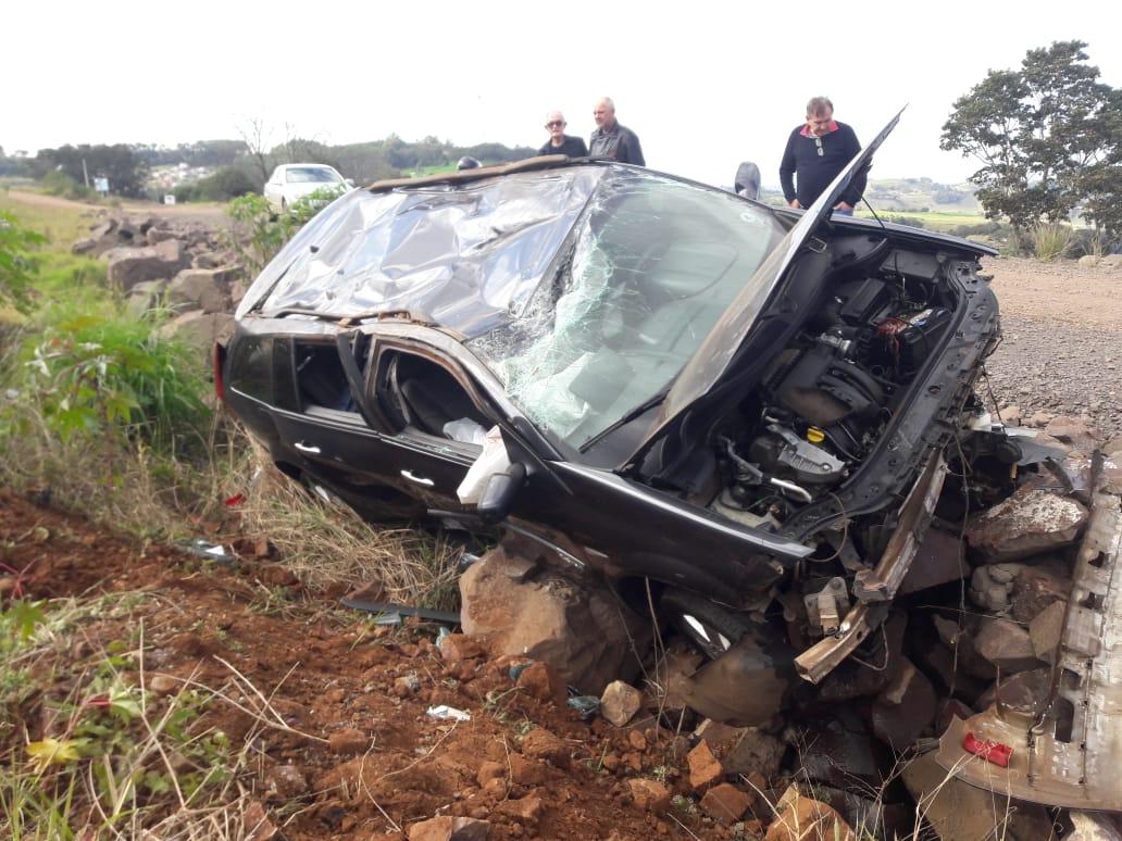 Capotamento deixa motorista ferida na BR-163