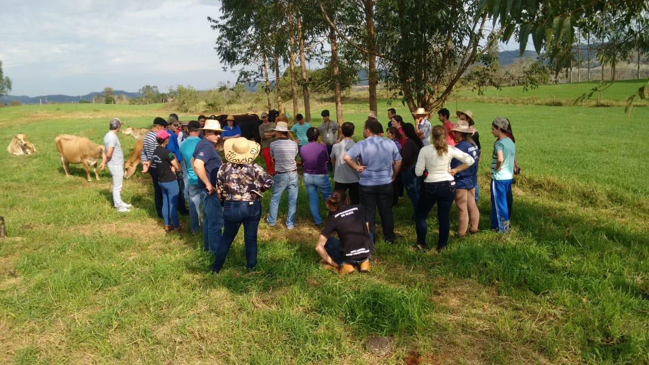 Descanso sedia encontro de Unidades de Referência em produção de leite