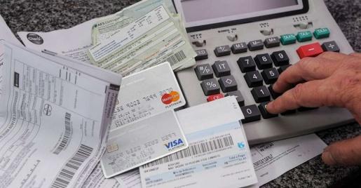 Pesquisa aponta que endividamento das famílias bateu recorde em todo o país