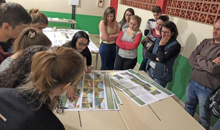 Curso de Arquitetura e Urbanismo entrega projetos de paisagismo para escola